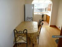 2 bedroom house in Uppingham Avenue, Stanmore, HA7 (2 bed) (#790067)