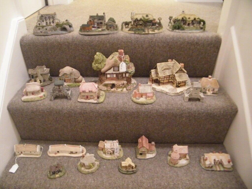 22 x Danbury Mint/Lilliput Lane miniature model houses