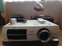 Epson EH-TW3200 - Projector Home Cinema or Gaming - 1080p LCD Projector