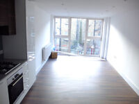 Spacious 2 bed 2 bath ideal for sharers/students or subleters in Hendon Close to Uni!