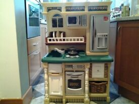 STEP 2 CHILDRENS KITCHEN WITH HOB, MICROWAVE, FRIDGE AND OVEN INCLUDING ACCESSORIES