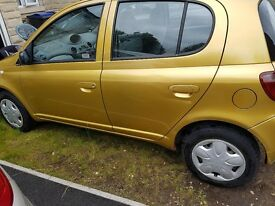 Toyota yaris 2000 gold