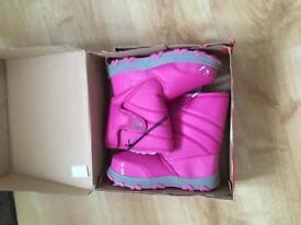 Khombu winter snow boots new in box size 4 wellington Boots
