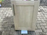 SHAKER STYLE kitchen doors. 4 x small and 3 x large and 1 random size one. BARGAIN price thanks 😊