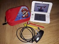 Nintendo 3DS XL White (Mario kart Edition). Soft case, Charger and 17 Games