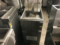 CATERING COMMERCIAL BRAND NEW GAS FRYERR ONE TANK 2 BASKETS CUISINE CAFE SHOP COMMERCIAL KITCHEN BBQ