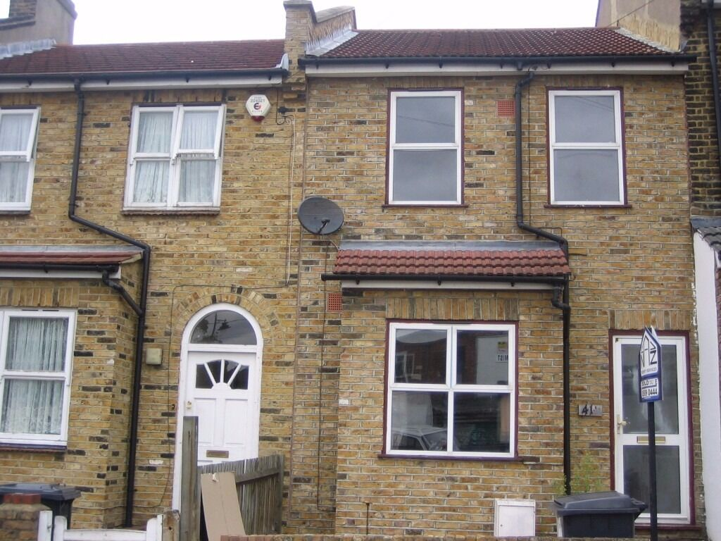 A lovely 3 Bedroom House With Two Bathrooms Great Location E15