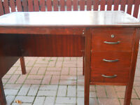 Free writing desk with three drawers