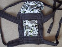 Baby carrier Palm &Pond with zipped pocket and hood