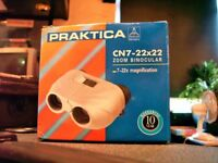BINOCULARS BY PRAKTICA 7-22X MAGNIFICATION. ZOOM FEATURE. HAS ORIGINAL BOX WITH CARRYING CASE.
