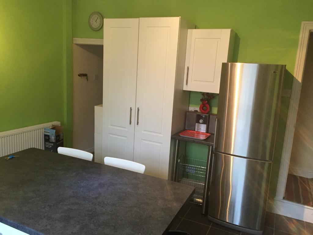 4 bed Wakefield City Centre House with Gas