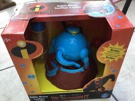 NEW Gazillion Bubbles - The Incredibles Motorised Bubble Machine Blower