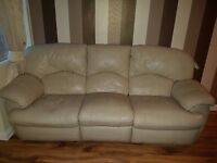 A cream 3 Seater recliner leather sofa in very good condition