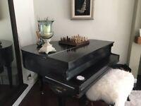Free Dagmar baby grand piano