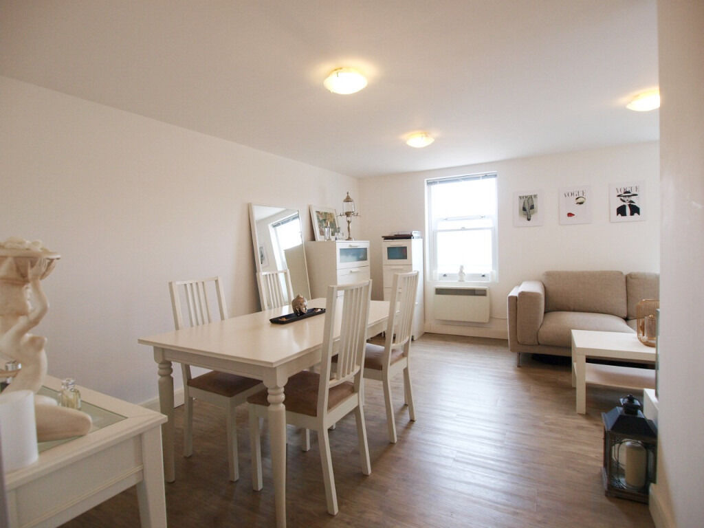 Lovely 1 Double Bed Flat split over 2 levels in the heart of Angel and mins walk to Upper Street