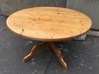Beautiful heavy Pitch Pine Circular Dining Table (Extending)