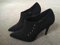 Women's NewLook heels - brand new !!