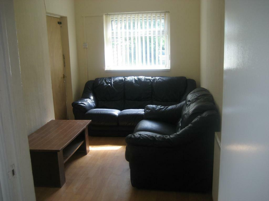 5 bed student house to let for 2017 - 2018 Academic year - £75pppw - call now on 0161 224 1702