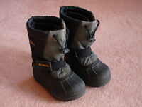 KIDS COLOMBIA POWDERBUG SNOW BOOTS - SIZE 12.5