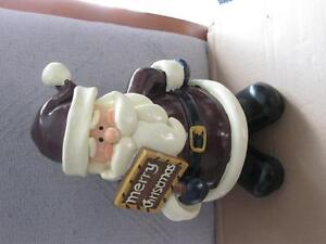 """Clay Tabletop Santa Claus Holding """"Merry Christmas"""" Sign"""