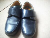 PAIR OF MEN'S ROAMERS LEATHER SHOES. SIZE 11. EX. WIDE.