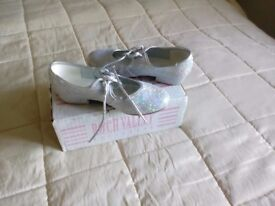 Tap shoes size 12 silver