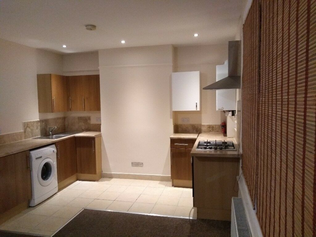 Modern freshly decorated 1 Bed flat, Quiet location in Penge, Close Nearby transport links & shops.