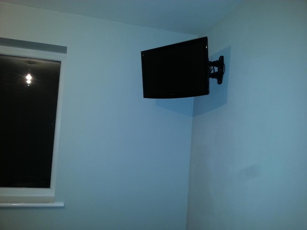 19 inch black flat screen grundig tv