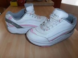 "Ladies "" Therashoe "" Leather Trainers in White /Pink,"