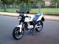 Sinnis Stealth 125cc motorbike. Immaculate condition!