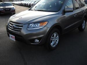 2012 HYUNDAI SANTA FE GL 3.5 AWD- HEATED FRONT SEATS, BLUETOOTH,