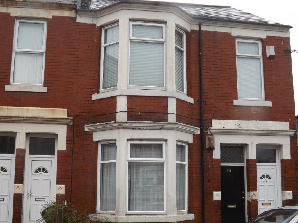 2 bedroom flat in Warton Terrace, Heaton