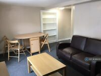 4 bedroom flat in Stokes Croft, Bristol, BS1 (4 bed) (#948436)