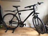 CUBE CURVE / Black, Grey, White / Tyre: 62cm / 24 Gears / 90% New