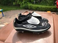 Size 4 Umbro football boots