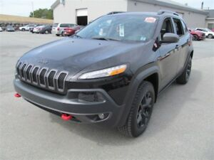 2017 Jeep Cherokee Trailhawk - Leather / Sunroof