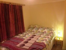 Double room to rent in family home in Knaphill
