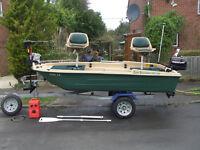 Sun Dolphin Pro 120 fishing boat