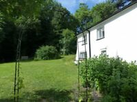 Lovely double room- short or long term let for professionals/postgrads in farmhouse nr Exeter
