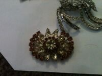 selection of Antique broaches (inc 2 9ct gold)