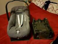 Mamas & Papas Viaggio car seat + 2 isofix bases