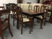 ** VINTAGE EXTENDING DINING TABLE & CHAIRS **