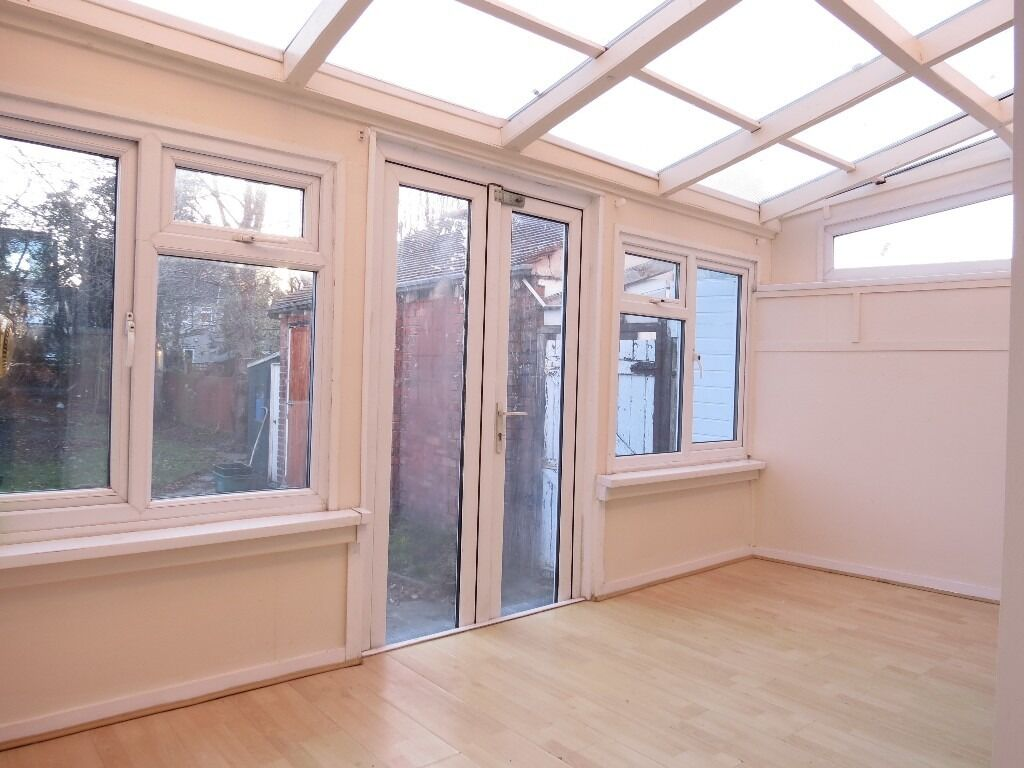 Great 3 Bedroom House 5 Minute Walk To The Heart Of Raynes Park and Station !!!!!
