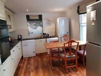 Short or Long Stay Large/Bright Twin Room for 1 Female Avail in Hammersmith