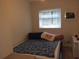 Nice, newly refurbished double room in Ealing, close to the tube