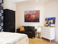 Central London, Zone 2 - Queens Park - Amazing Large Double Room //