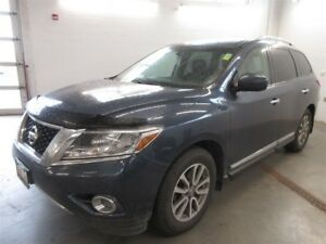 2015 Nissan Pathfinder SL- 4x4! 7 PASS! FULLY LOADED! EXT WARRAN