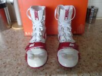 A PAIR OF SIZE 8 NIKE HYPER KO BOXING BOOTS