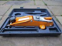 Woodstone 2 ton hydraulic floor roller jack