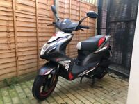 2017 125cc moped scooter 4-stroke grey - practically brand new bargain!